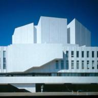 Finlandia-talo_ulkisivu_itapuolelta_east_side_facade_Photo_Rauno_Traskelin